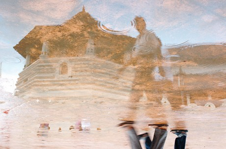 Jonathan Spratley, Reflection of people in a puddle